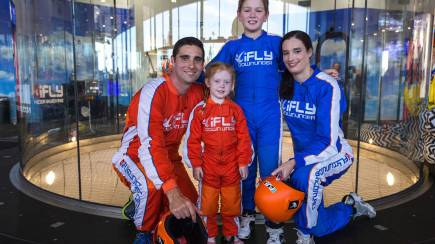 RedBalloon Family and Friends Indoor Skydive 10 Flight Package- Midweek