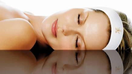 RedBalloon Massage, Facial and Foot Treatment - 90 Minutes