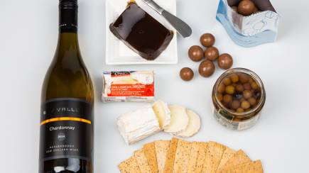 RedBalloon Chardonnay and Chevre Cheese Gourmet Hamper