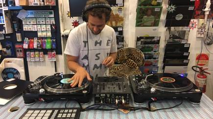 RedBalloon DJ Mixing Taster Course with Vinyl Records