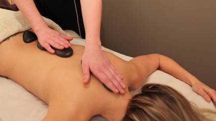 RedBalloon Signature Hot Stone Massage - 75 Minutes