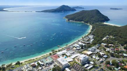 RedBalloon Port Stephens Beachfront Weekend Getaway - 2 Nights