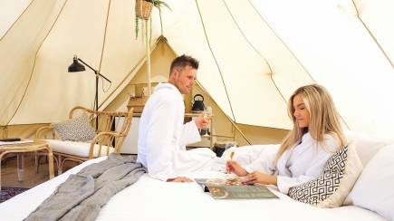 RedBalloon Midweek Winery Glamping with Breakfast and Wine - For 2