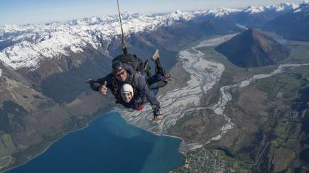 RedBalloon Glenorchy Tandem Skydive with Queenstown Transfers - 9,000ft