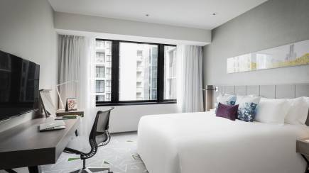 RedBalloon Luxury Overnight Stay in Brisbane with Breakfast and Parking