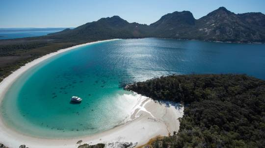 Wineglass Bay and Maria Island Flight and Ground Tour