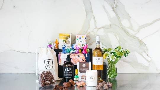 Pamper Hamper with Rosé, Scented Candle and Chocolates