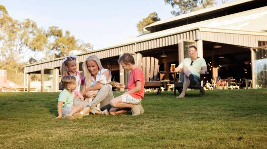 Paradise Country Family Farm Stay with 3 Theme Parks - For 4