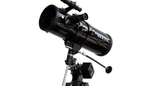 Reflector Telescope with Motor Drive and Three Eyepieces