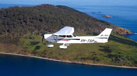 Hands-on Trial Instructional Flight over Hobart - 30 Minutes