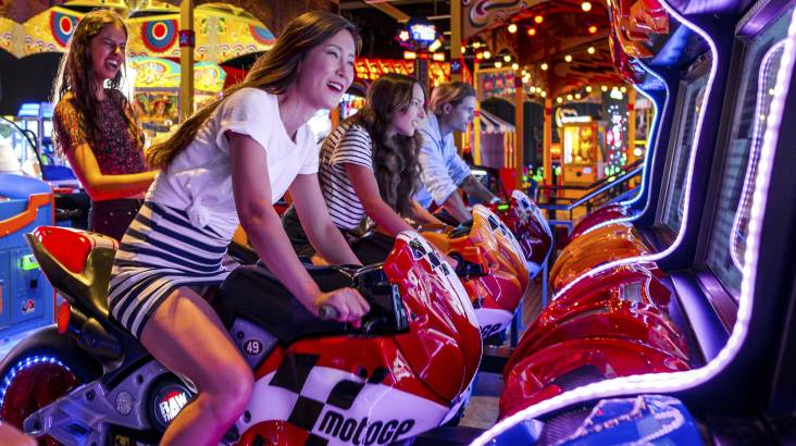 Unlimited Arcade Games with Burgers and Shakes - Family
