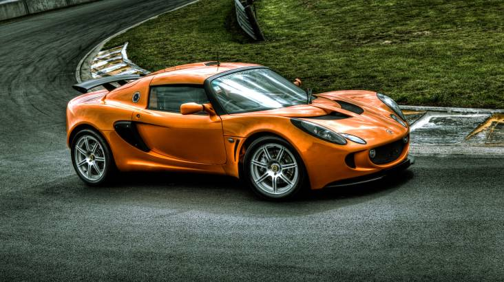 RedBalloon Drive a Lotus Exige Supercar with EvoX Hot Lap