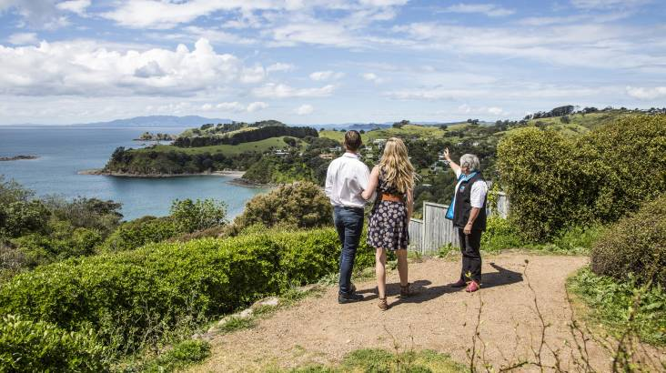 RedBalloon Waiheke Island Winery Tour with Tastings