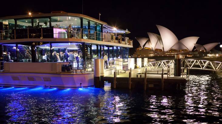 Clearview Glass Boat Dinner Cruise with Drinks