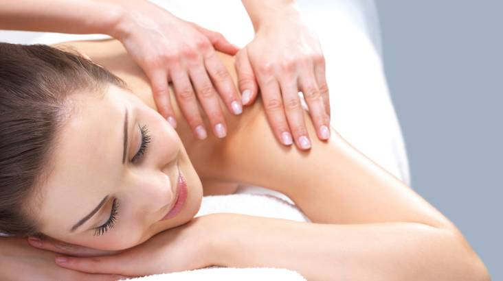Full Body Aromatherapy Massage with Scalp Treatment