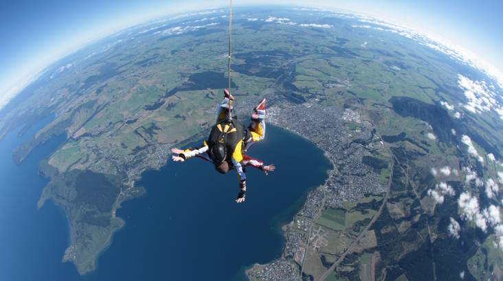 RedBalloon Tandem Skydive Above Lake Taupo - 18,500ft