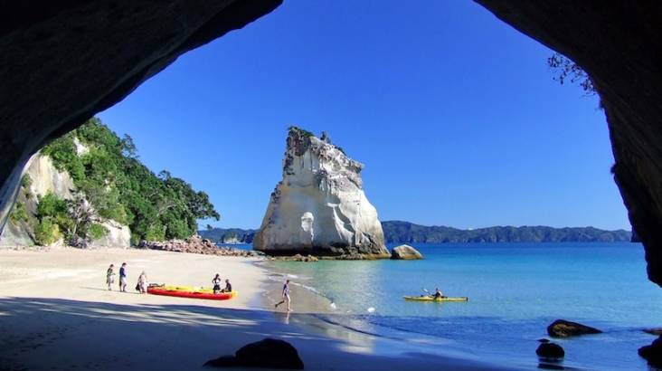 RedBalloon Guided Cathedral Cove Kayak Tour