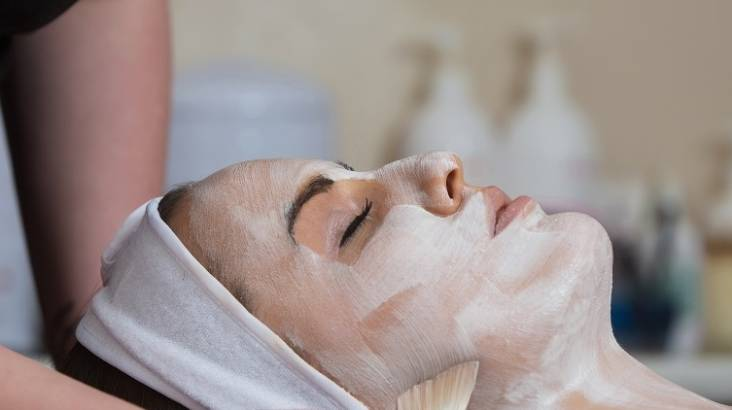 A Moment of Relaxation Deluxe Signature Facial