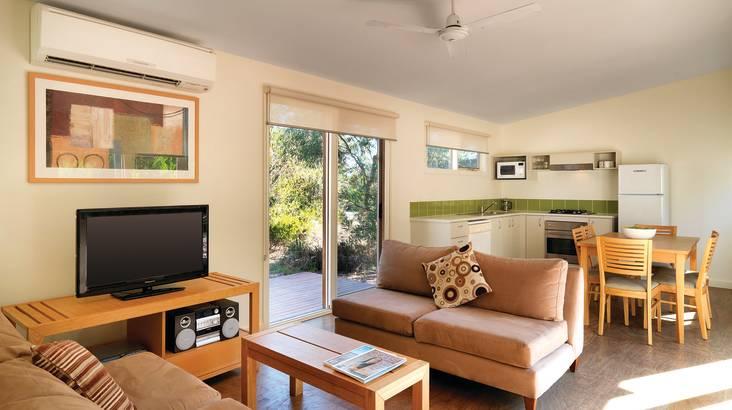 Phillip Island 2 Bedroom Cottage - 2 Nights Midweek - For 4