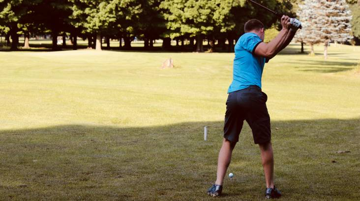 18-Hole Golf Round with Dining Vouchers - For 4