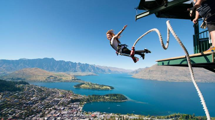 RedBalloon Ledge Bungy Jumping in Queenstown with T-Shirt