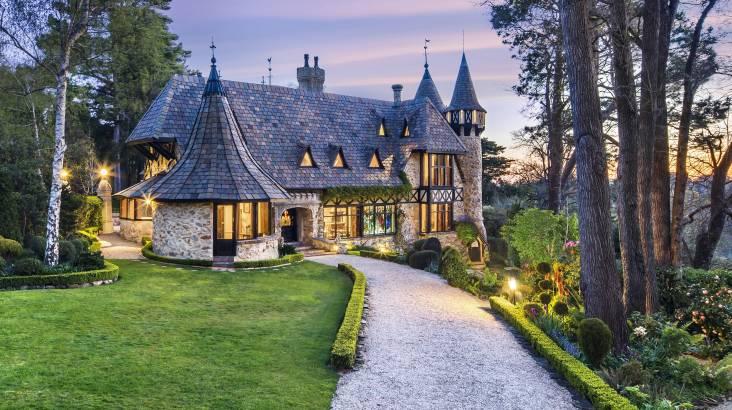 Romantic Queen Of The Castle Escape - For 2