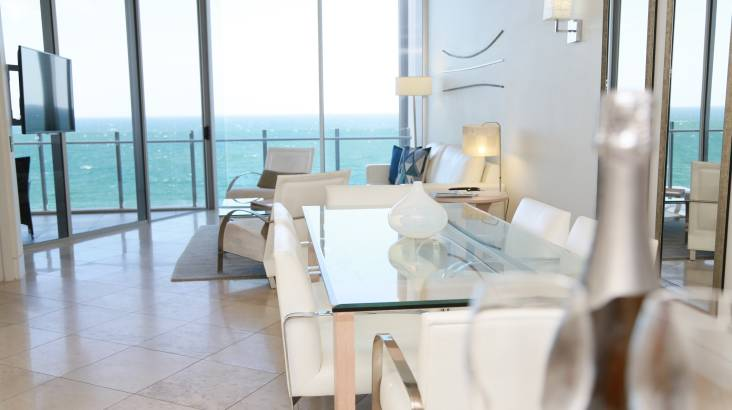 Luxury Sunshine Coast Getaway with Champagne - 2 Nights