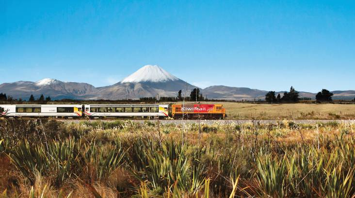 RedBalloon Larnach Castle and Taieri Gorge Railway Full Day Tour