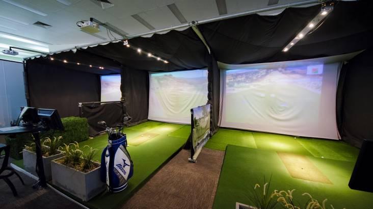 Golf Simulator - 18 Holes at an International Golf Course