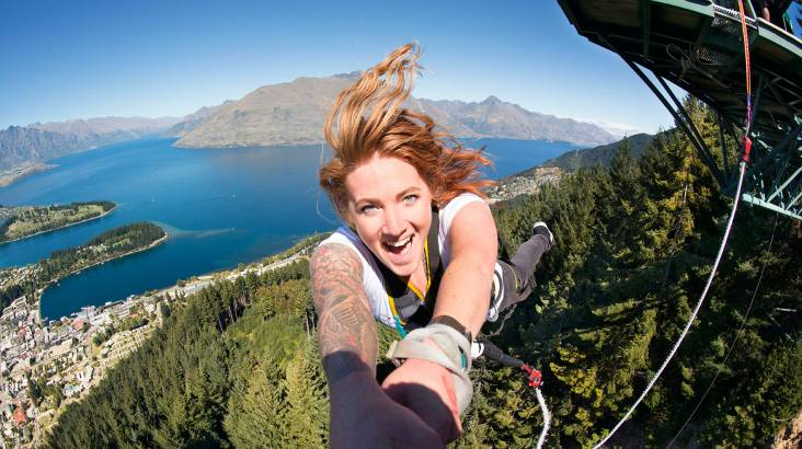 RedBalloon Ledge Bungy Jump and Swing Combo in Queenstown