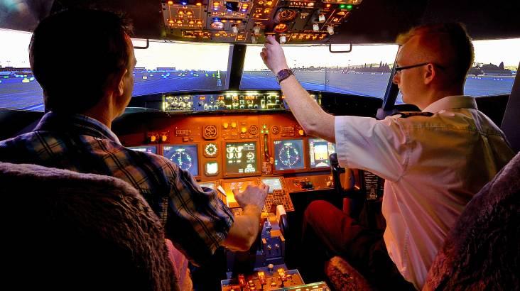 Flight Simulator Based on Boeing 737 - 90 Minutes