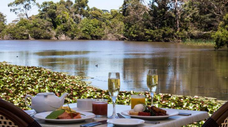 RedBalloon Breakfast and Sparkling By The Lake - For 2