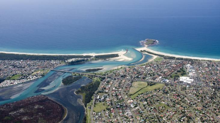 RedBalloon Scenic Helicopter Flight over Wollongong- 15 Minutes - For 2