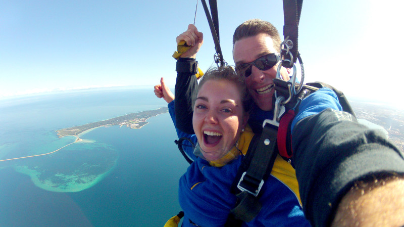 RedBalloon Tandem Skydive Over the Beach - 15,000ft Weekday Rockingham