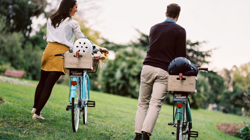 RedBalloon Vintage Bike Ride with Picnic - For 2