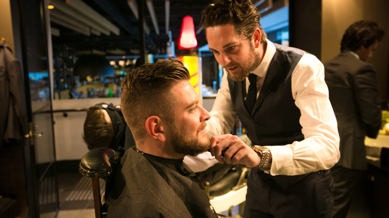RedBalloon Traditional Barber Shop Haircut with a Glass of Whisky
