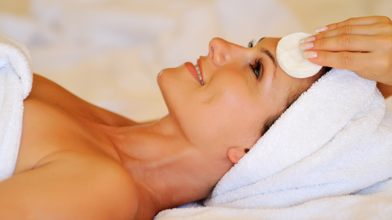RedBalloon New Age Light Therapy Facial - 60 Minutes