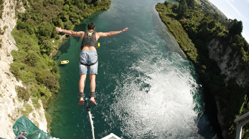 RedBalloon Solo Bungy Jump in Taupo