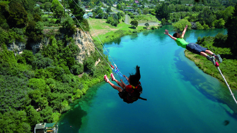 RedBalloon Solo Cliffhanger Extreme Swing in Taupo
