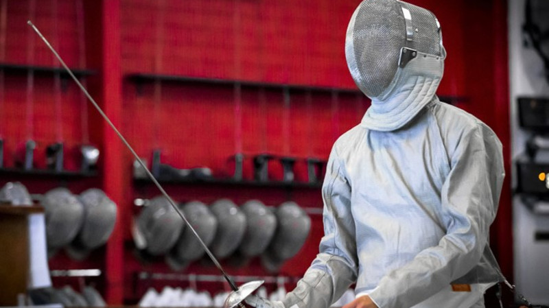 RedBalloon Sabre Fencing Class With All Equipment