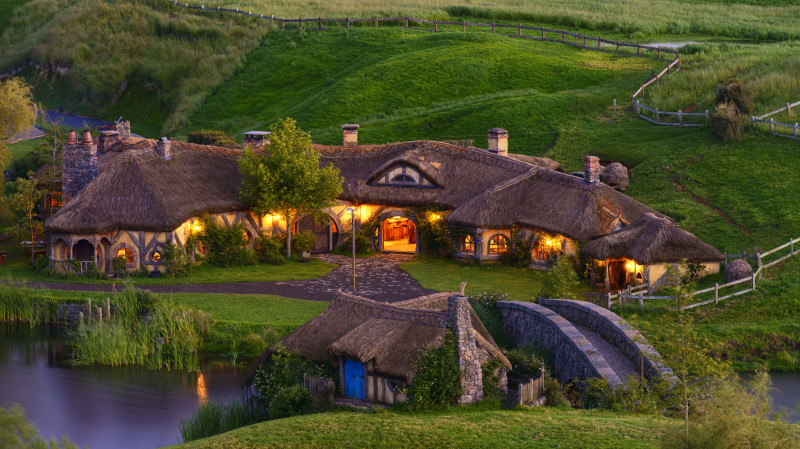 RedBalloon Hobbiton Movie Set Evening Banquet Tour