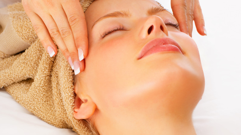 RedBalloon Divine Gold Facial with Mini Manicure or Pedicure - 60 Mins