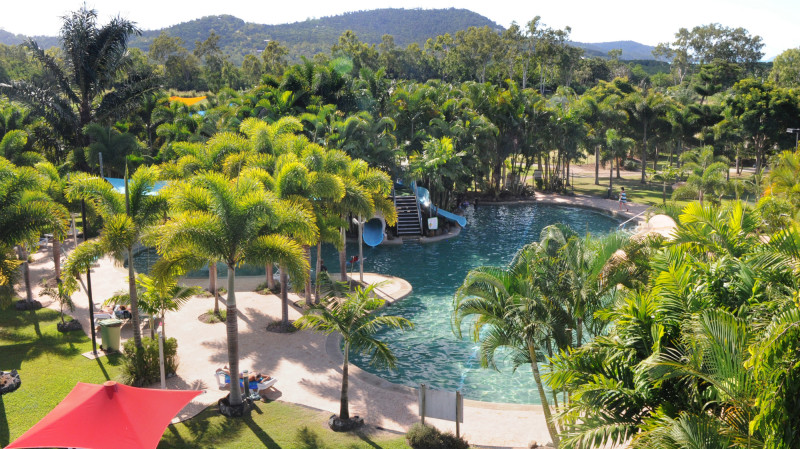 RedBalloon Affordable Whitsunday 2 Night Stay - 3 Bedroom Family Condo