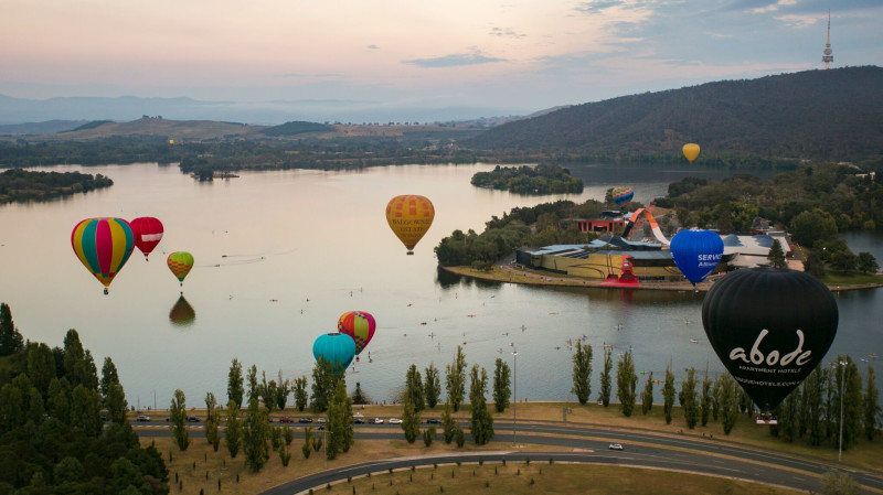 RedBalloon Hot Air Ballooning Over Canberra - Midweek