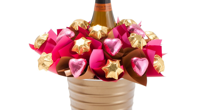 RedBalloon Pink Sparkling Wine and Chocolate Bouquet