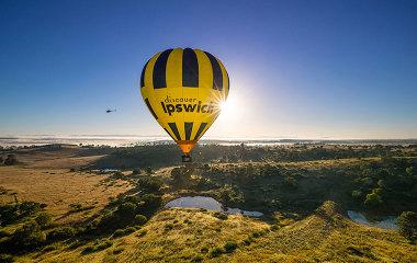 hot air balloon over brisbane