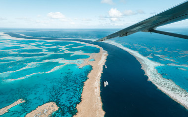 Great Barrier Reef and Whitsunday scenic flight