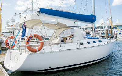 Private Sailing Gold Coast Cruise with Seafood Lunch and Bubbly