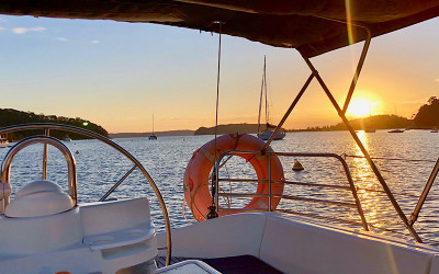 Romantic private yacht tour and seafood platter - Pittwater