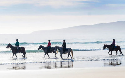 TAS: Horse riding on Bakers Beach